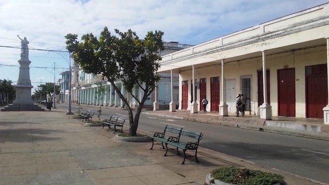 Hostal 39, Situado frente al Paseo del Prado mas largo de Cuba, vacation rental in Miami