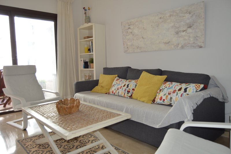 Room apartment with direct access to one of the pools