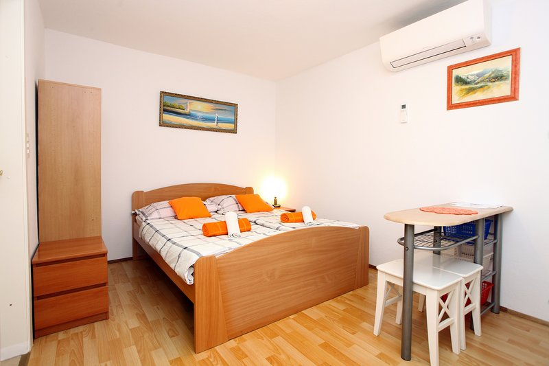 Lovely Apartment for two ZT2, holiday rental in Slovenian Istria
