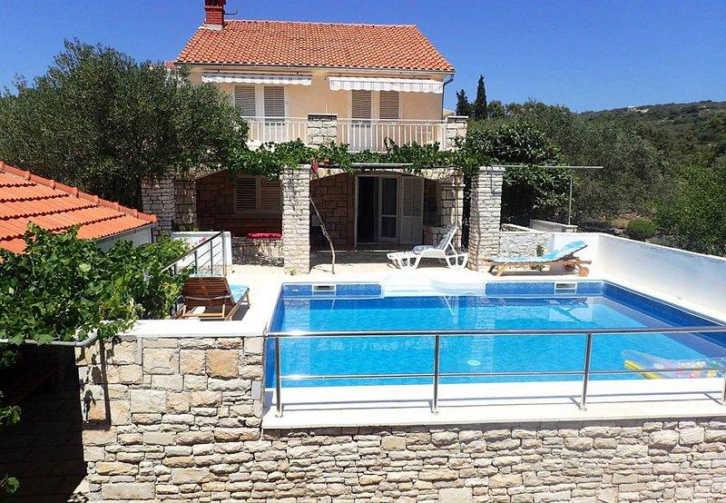 Vela Luka Holiday Home Sleeps 12 with Pool - 5620660, holiday rental in Vela Luka