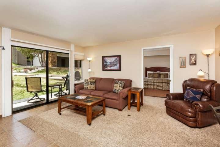Una camera da letto privata, ampio soggiorno, terrazza invitante, un grill a gas e tre posti letto separati fanno di questo complesso una grande fuga per un massimo di 6 peop