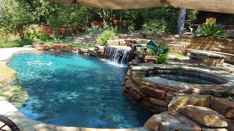 Cascade et Grotte vous gardera au frais et fournir un abri de la chaleur TX!