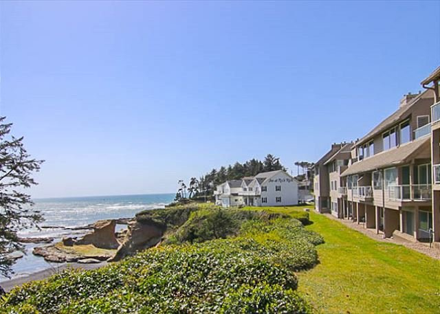 Depoe Bay Oceanfront Condo With Front Row Seats To Whale Watching
