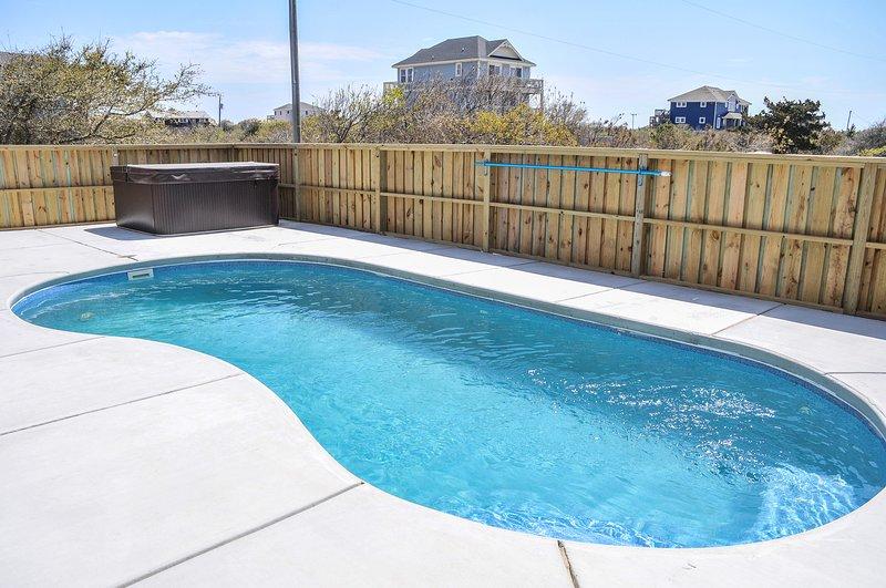 Dieser wunderbare Herr verfügt über einen privaten Pool!