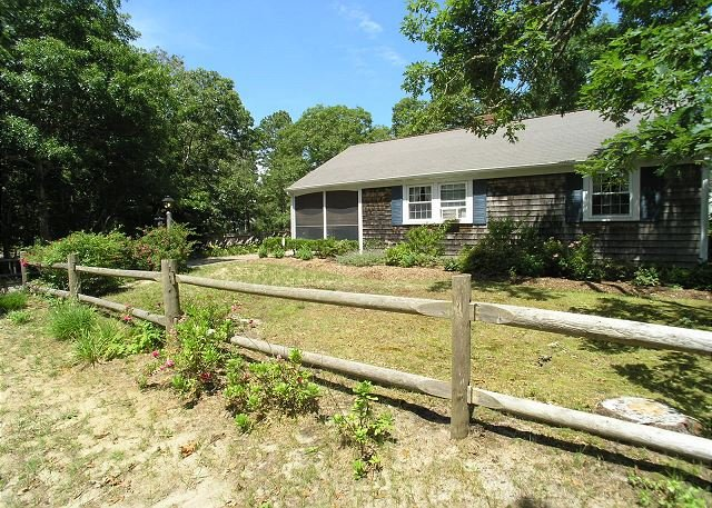 Comfortable, Cape Cod home is the perfect place to unwind this summer, vacation rental in West Dennis
