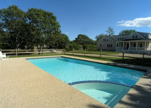 Beautiful five bedroom home with private swimming pool - Summer house with swimming pool review ...