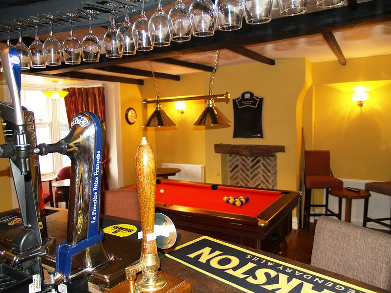 16 person house with own bar (sleeps 26 when booked with Hayloft and The Croft), alquiler vacacional en County Durham