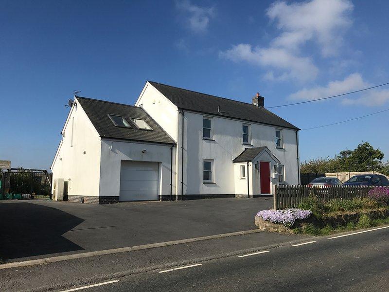 Beautiful modern house in the heart of Gower, location de vacances à Llanrhidian