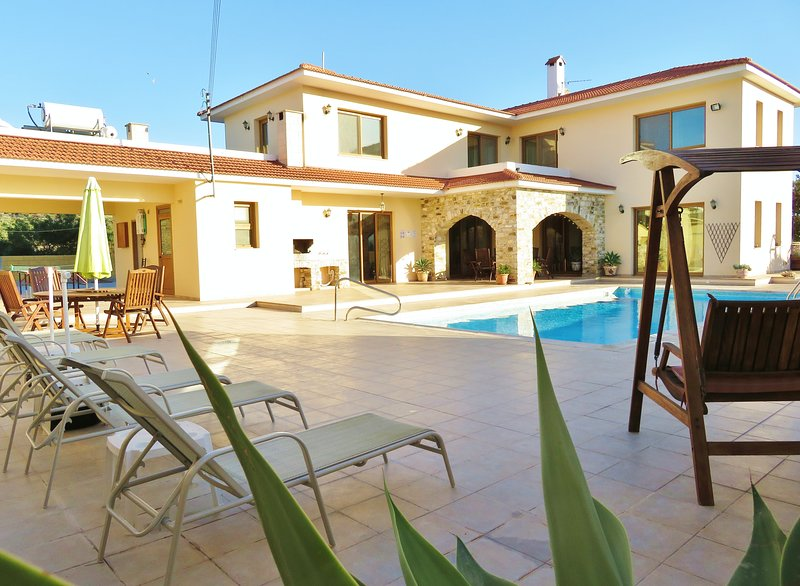 The Fountain Villa, holiday rental in Kornos