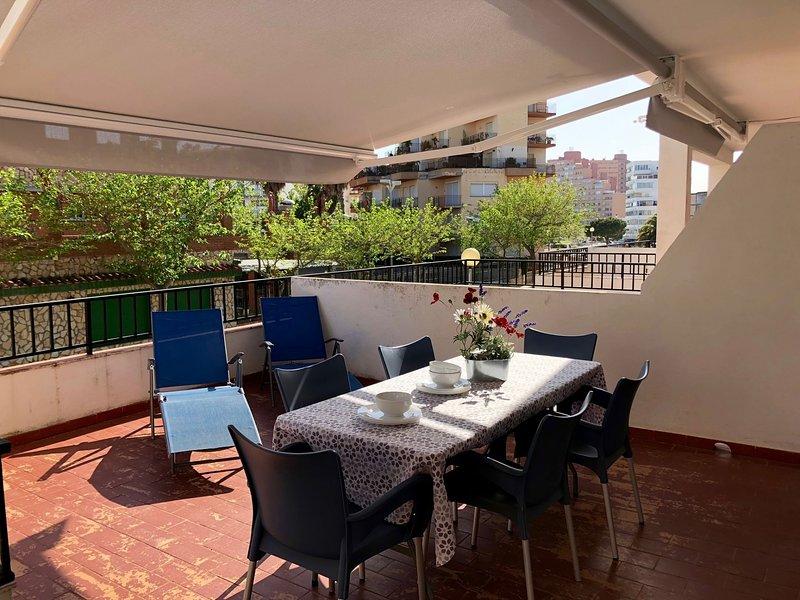 APARTAMENTOS AQUARIUM (1B) 30 M2  DE TERRAZA. AL LADO DE LA PLAYA Y DEL CENTRO., holiday rental in Roses