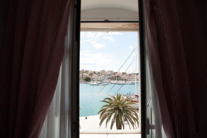 Trogir Appartement de centre-ville avec vue imprenable sur la mer
