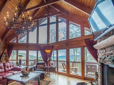 Stunning Lake and Smoky Mountain Views with Hot Tub, holiday rental in Topton