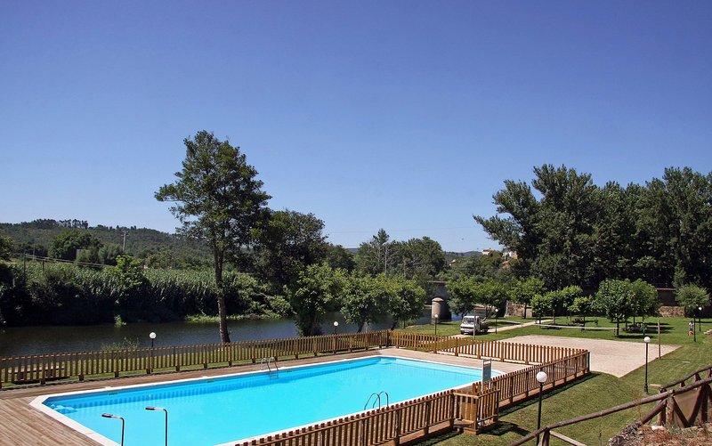 Vacation Home near Serra da Estrela, River Beaches, aluguéis de temporada em Arganil