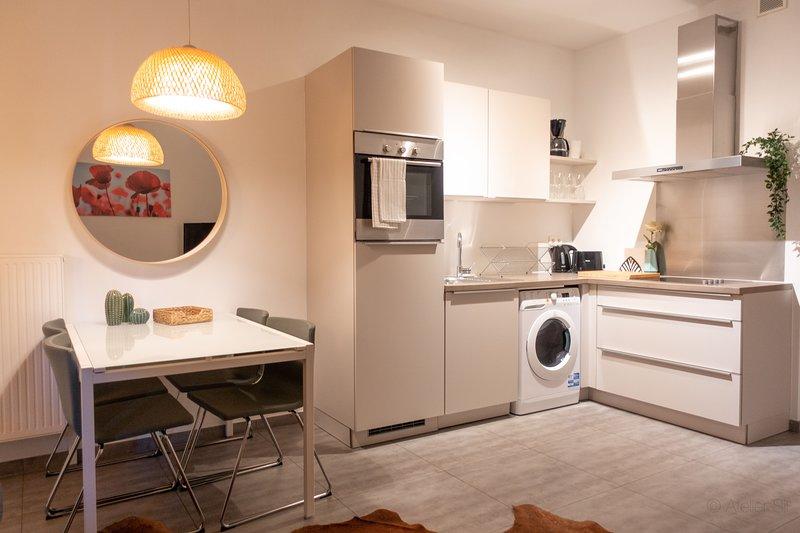 Espacio de cocina en el apartamento de alquiler de Amberes