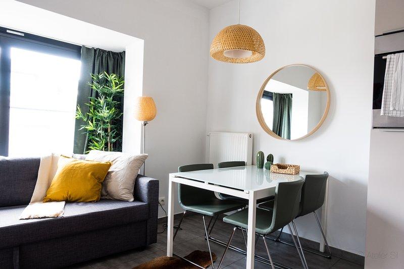 Eetkamer van gemeubileerd gemeubileerd appartement in Antwerpen