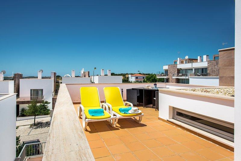 Villa Jasmine | Gorgeous 3 bedroom villa, hot tub, wifi, sea views, air con, holiday rental in Fuseta