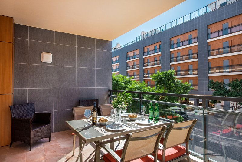 Apartment Ciciona | Modern 2 bedroom apartment with WIFI and air con, holiday rental in Ilha Do Farol