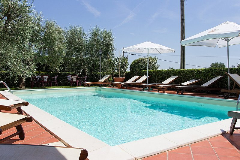San Piero in Campo Villa Sleeps 4 with Pool Air Con and WiFi - 5229036, holiday rental in Colle di Buggiano