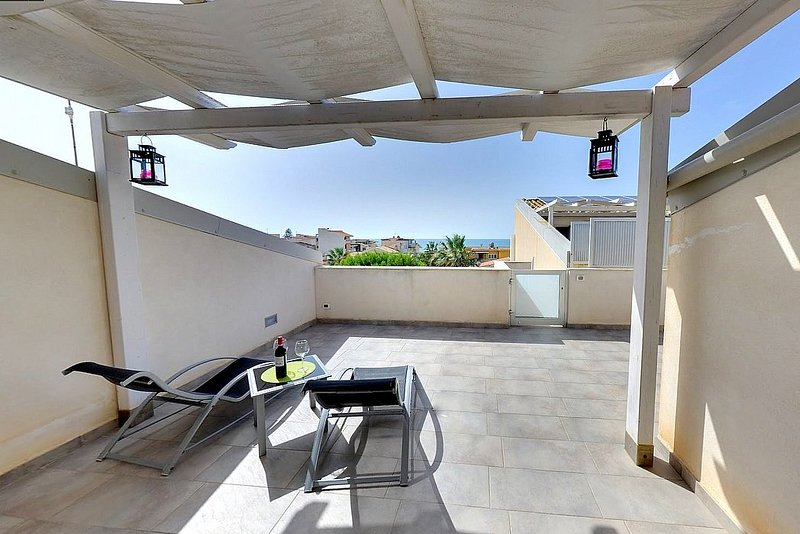 Punta Secca Villa Sleeps 2 with Air Con and WiFi - 5621654, vacation rental in Punta Braccetto