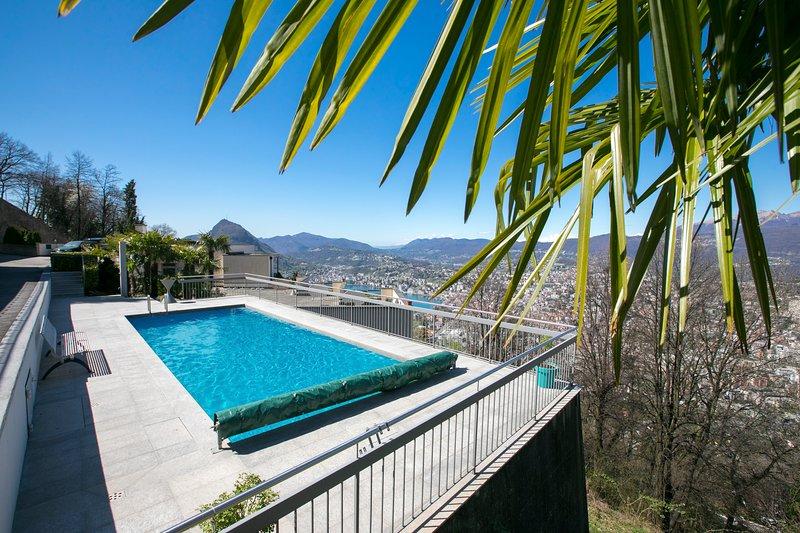 Communal pool (25 apartments)