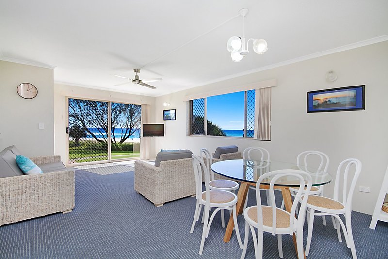 Pacific Gables 1 - Absolute Beachfront, vacation rental in Burleigh Waters