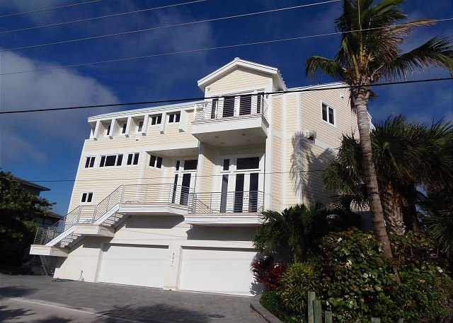 Luxury Hutchinson Island Vacation ~ Oceanfront w/Pool-Pier-Boat Lift, holiday rental in Port Salerno