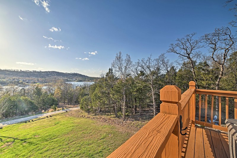 Relaxation and lake views await at this vacation rental home in Blue Eye!