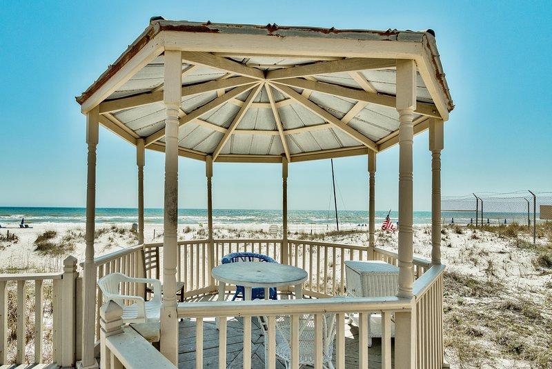 Casa Isabella - Wonderful Private Beachfront Home - Beautiful!!, casa vacanza a Upper Grand Lagoon