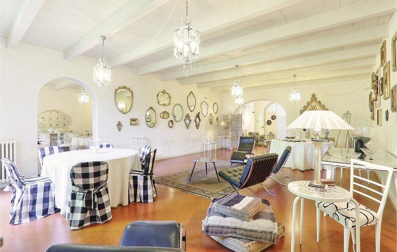 Casa Della Biancheria Navacchio.3 Bedroom Villa In Navacchio Tuscany Italy Ref 5543674