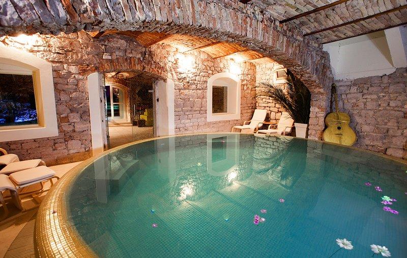 Jelsa Villa Sleeps 8 with Pool and Air Con - 5620657, casa vacanza a Pitve