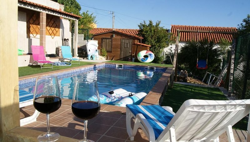 Beautiful villa with swimming-pool, holiday rental in Caldas da Rainha