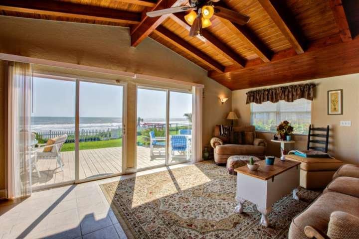 Beachfront Home! Private Beach Access-2 Miles to Hard Rock/ Boardwalk - Outdoor, location de vacances à Daytona Beach