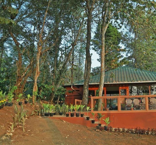 Thennal Jungle Traditional Cottage (Room 10), casa vacanza a Thirunelly