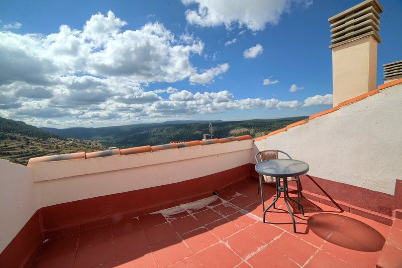 Apartment with mountain view, aluguéis de temporada em Linares de Mora