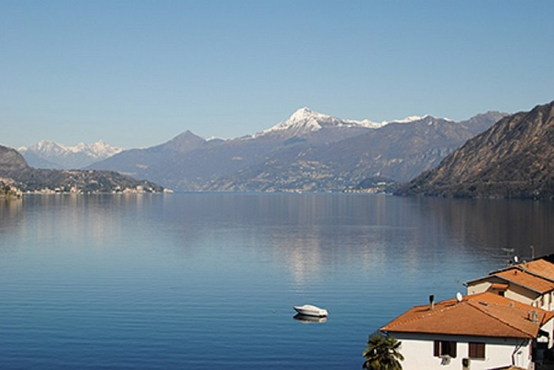 Apartment with wonderful views - Lake Como, vacation rental in Lezzeno