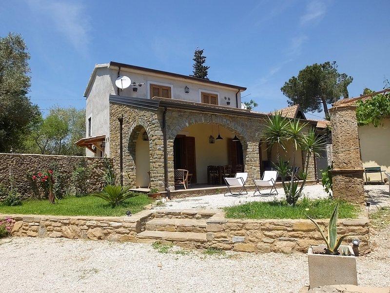 Antico casale in pietra ristrutturato a Castellabate, Cilento,  SA, Sud Italia, vacation rental in Castellabate