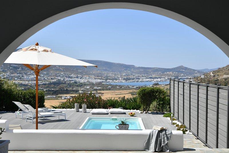 Azzurro Bianco Suite 2 with private pool, alquiler vacacional en Parikia