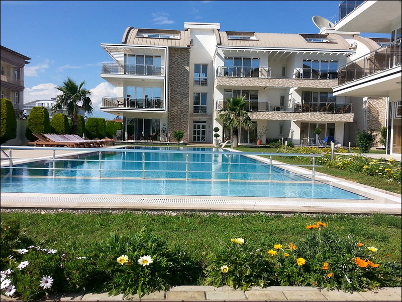 2 Bedroom Apartment in Central and Premium Complex, holiday rental in Bogazkent
