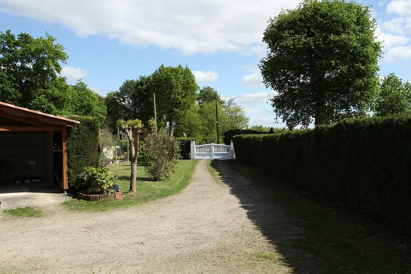 Meublé de tourisme classé 3 étoiles de 49 m², vacation rental in Ozourt
