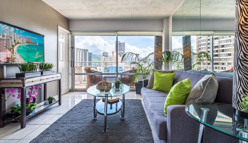 Ocean Front New Modern 1 Bdr Ilikai Hotel, vacation rental in Honolulu