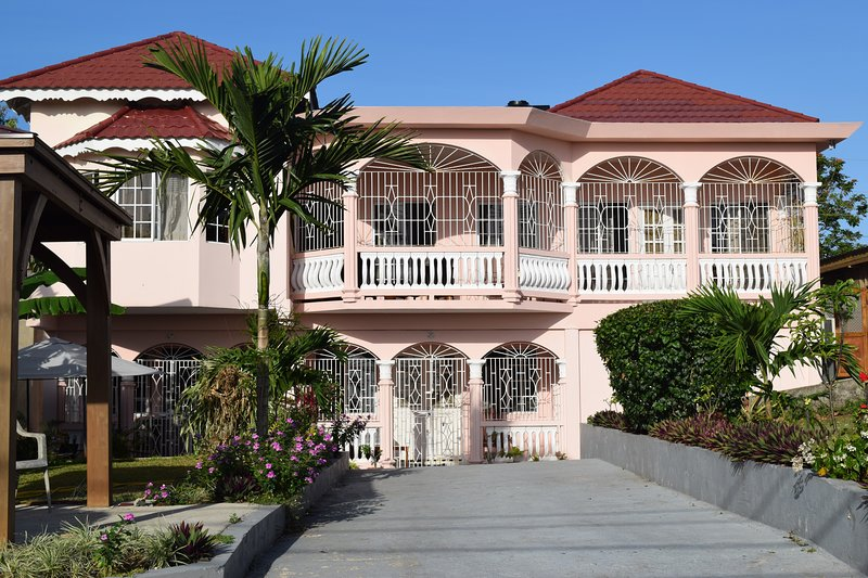 Rayanns Place 2 bedroom apartment, holiday rental in Boscobel