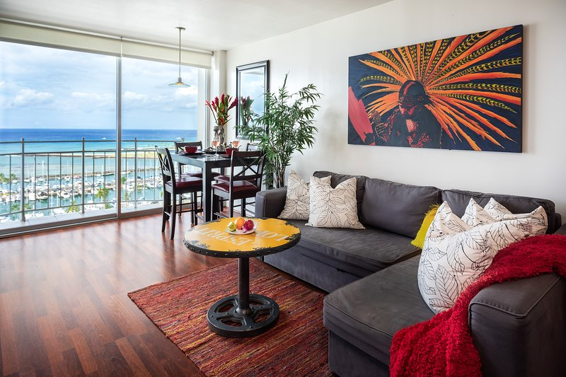 Penthouse Paradise stay in a work of Art!, vacation rental in Honolulu