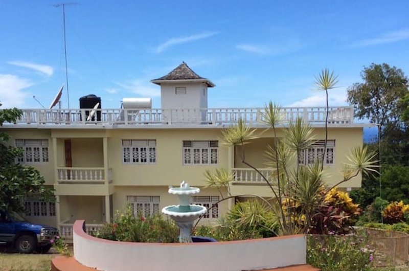 Symphony Resort, vacation rental in Discovery Bay