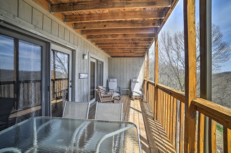 With a furnished deck and beds for 6, this home is truly top-notch.
