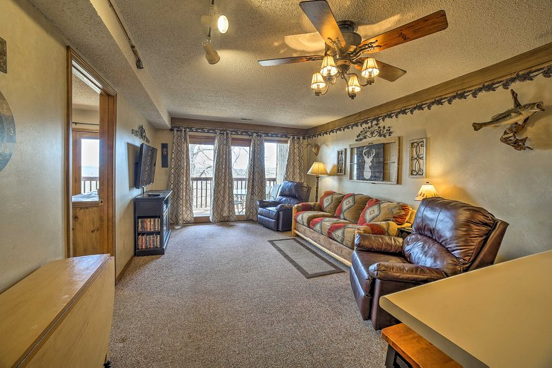 Unwind in this 2-bedroom, 2-bathroom vacation rental condo in Branson West.