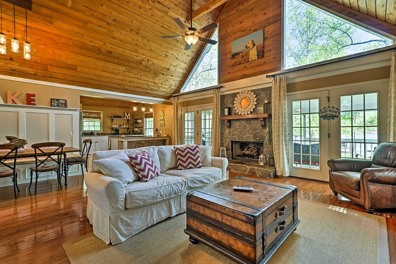 Experience lake living during your stay at this waterfront Eatonton home.