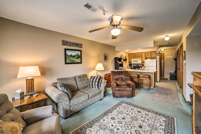 West Branson Condo 2 Miles to Silver Dollar City!, holiday rental in Galena