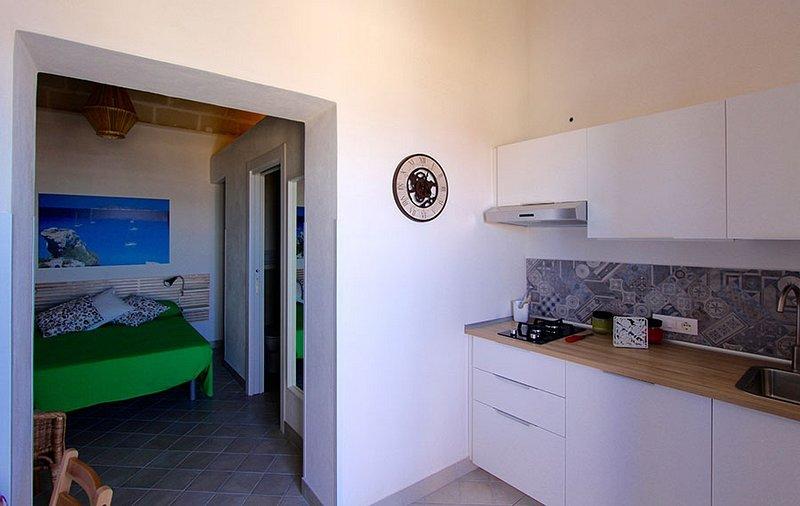 Casa Vacanze 'Spicchio di Luna' di La Luna e Il Gatto a Favignana, vacation rental in Aegadian Islands