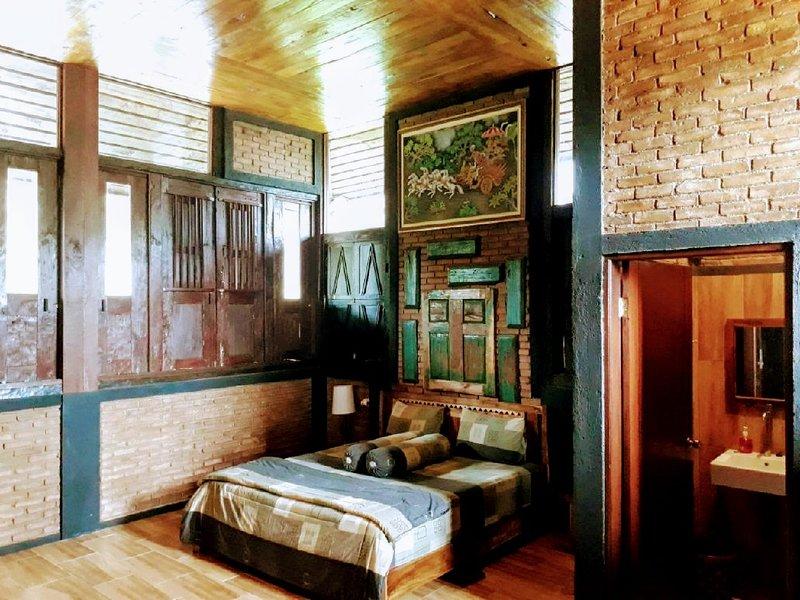 Villa Joglo 5 Kamar TIdur 3 Lantai Kolam Renang Pribadi, holiday rental in West Java