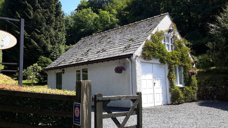 Squirrel Bank Cottage  in lovely wooded area